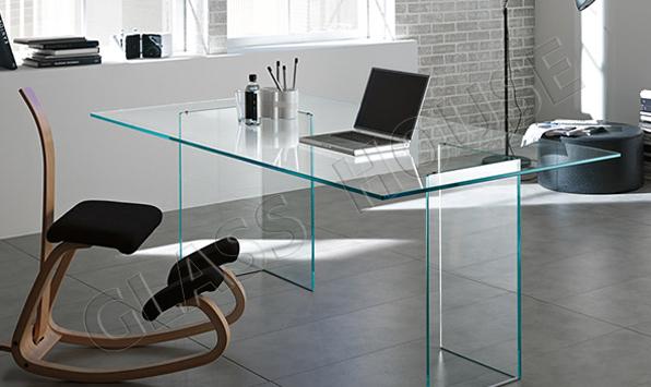 Szklane biurko