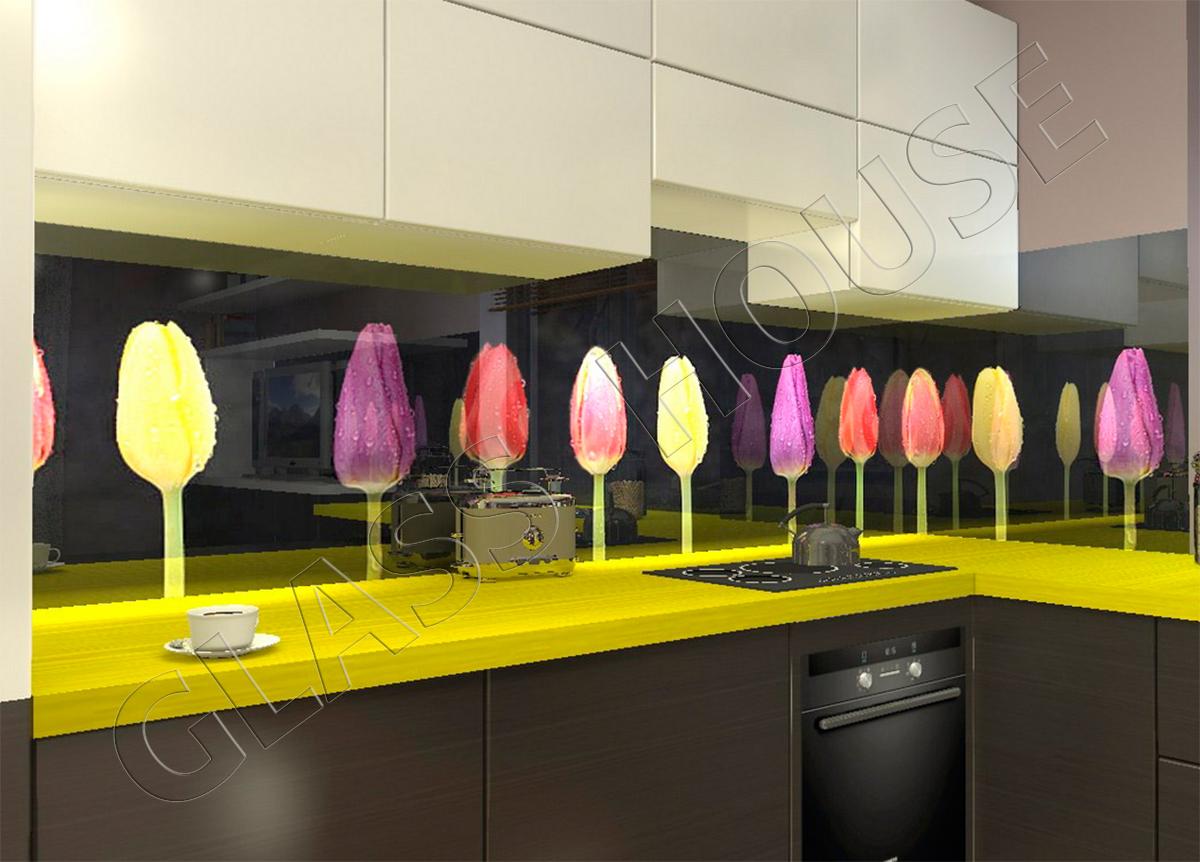 szkło z nadrukiem różnokolorowe tulipany na czarnym tle