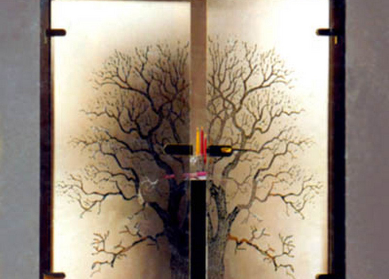 Drzwi z motywem drzewa