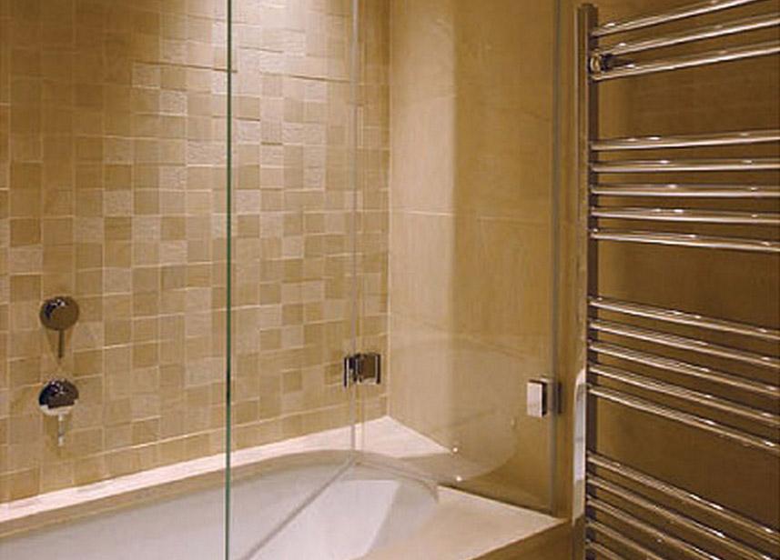 Szklany parawan w łazience