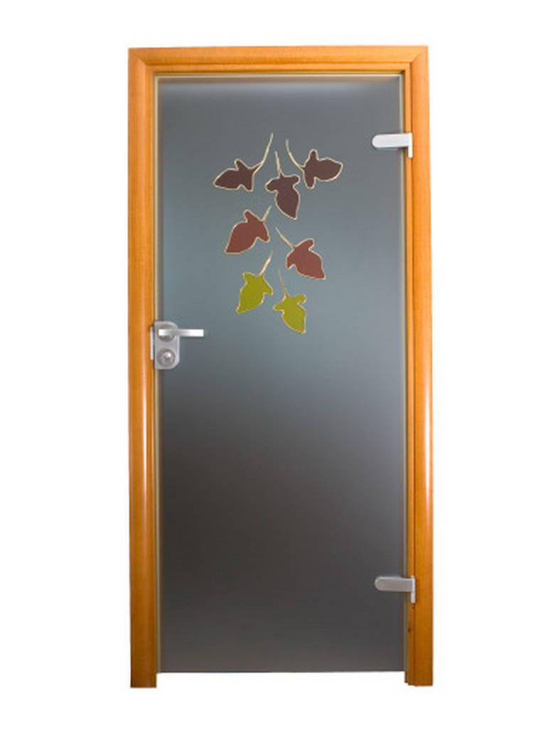 Drzwi dekorowane liście