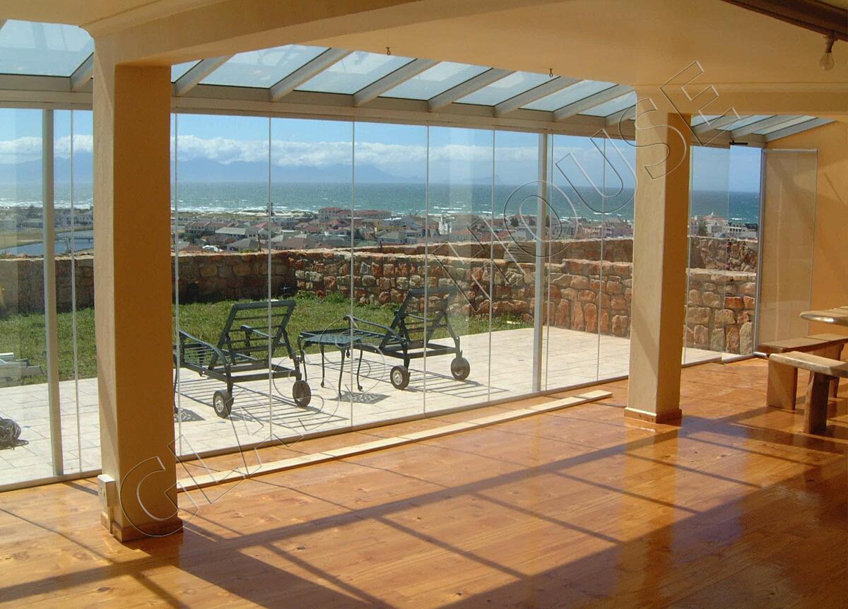 Zabudowy balkonów w systemie bezramowym