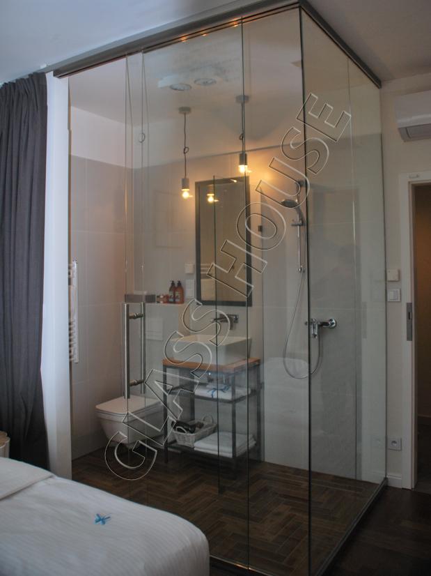 Zabudowa szklana w łazience